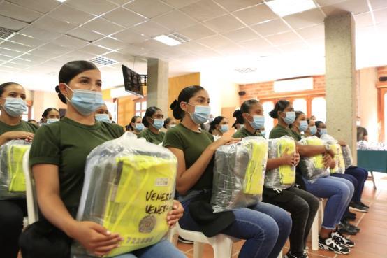 En formación se encuentra el primer contingente de mujeres Auxiliares de Policía, en el departamento de Antioquia