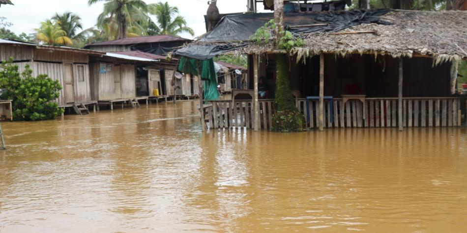 Más de 600 personas afectadas por desbordamiento de un río en el Chocó