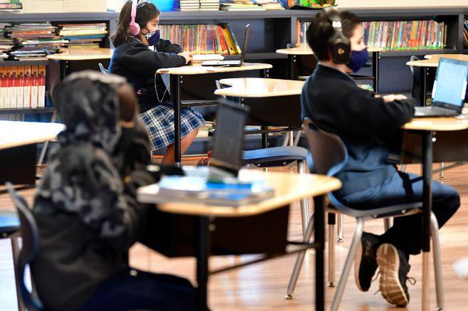 """""""Hay poca evidencia de que en los colegios se propague COVID19"""": CDC"""