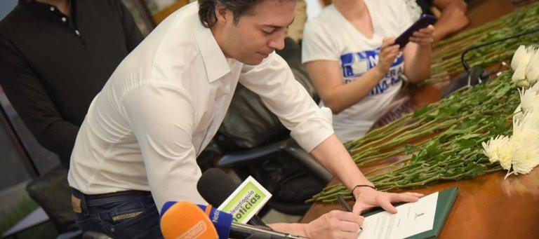Opositores en Medellín anuncian recolección de firmas para revocar al alcalde Daniel Quintero