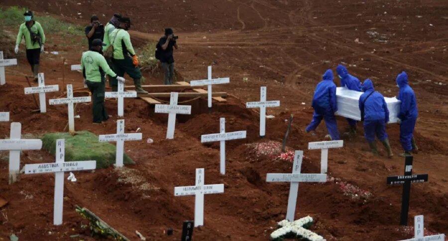 COVID-19 superó los 2 millones de víctimas en primer año de pandemia