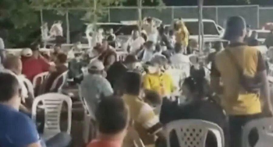[Video] Sorprenden a 400 personas en fiesta clandestina en pleno segundo pico del COVID-19