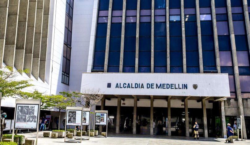 ¿Conviene que Alcalde Daniel Quintero Calle y Secretarios respondan a los revocadores?